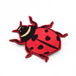 Broche coccinelle brodée